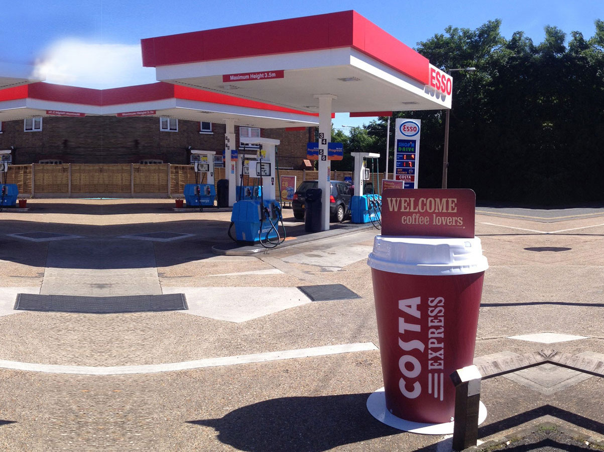 Giant ForecourtOutdoor Coffee Cups Signs | Signsaver